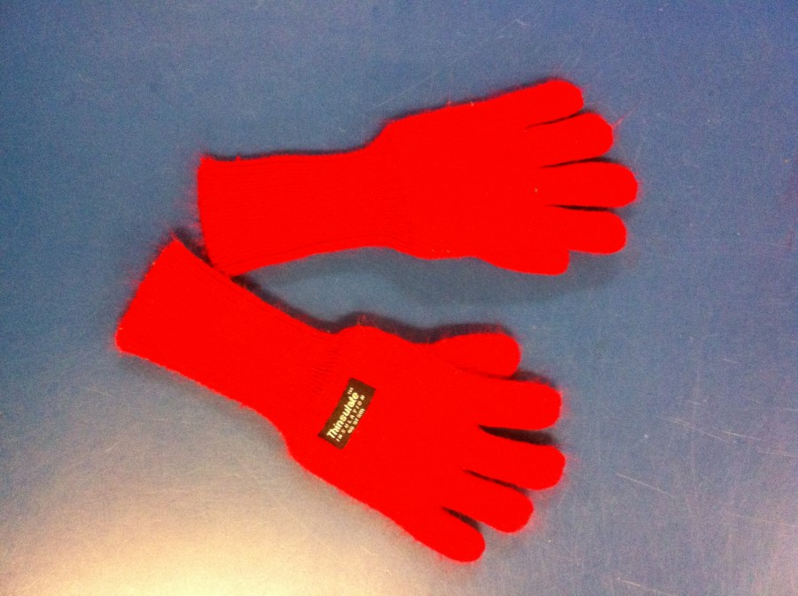 Thick thermal gloves with a long wrist part to stay up!
