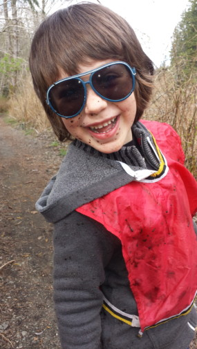 A muddy face is a happy face! Even being joyous can be a great help to group, bringing light and a fun atmosphere like Theo, even when he is dirty!